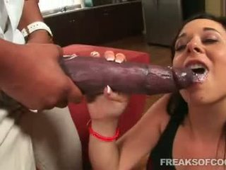 Soaked 色情 floozy aarielle alexis stuffs 她的 口 同 一 怪物 阴茎