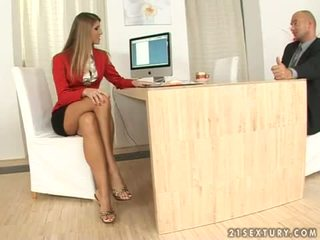 Jennifer steen secretaresse voetjob