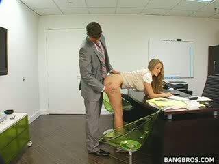 Garš haired gaišmatis seducing viņai boss