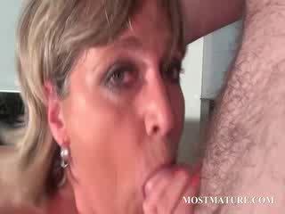 Mature hot mom loves to sucks cock