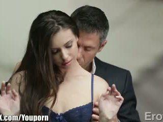 Eroticax më pasionante kiss leads në seks