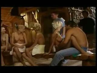 Adoleshencë në një i madh sauna orgji