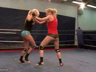 agradável lésbica, melhores luta lésbica, qualquer muffdiving
