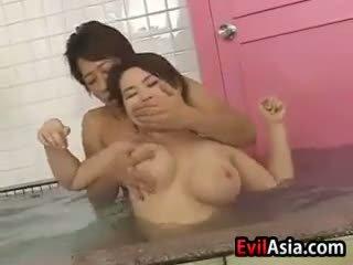 יפני, מין קבוצתי, מקלחת