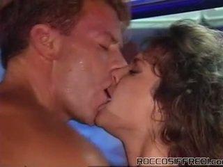 Roccon taking having helvetin sleaze tyttö onto a altaan tabke ja gives cumload