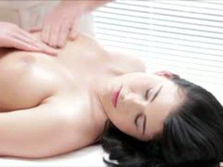 Caldi luci li gets un completo corpo massaggio