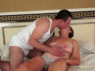 Frekk grandmas anal sex kavalkade