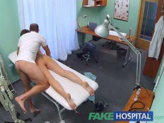 Fakehospital kåt student gets en god knulling fra doktor