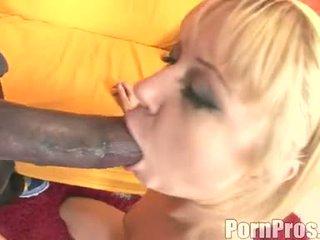 सुनहरा haired wench aaralyn barra receives उसकी मुंह ripped द्वारा एक मॉन्स्टर कॉक
