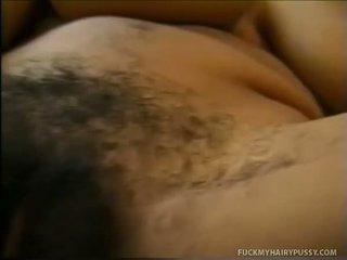 Picsa bemutató neki cicik és masturbates szőrös muff