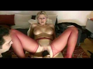 Blondinė žmona loves painful penetration video