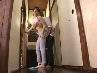 일본의 뿔의 소년 attacked 그의 새엄마 비디오