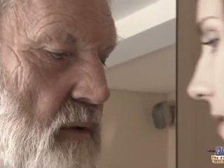 Teenie момиче в болка fucks стар мъж за пикантен oblivion