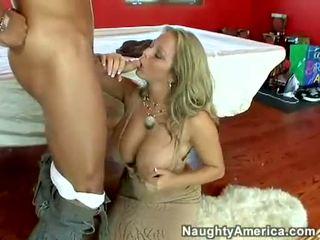 수분이 많은 뜨거운 포르노 스타 amber lynn bach hooks a meaty pole 에 그녀의 steamy 입