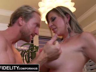 Pornfidelity - veľký sýkorka milfs sara jay a kelly vykonať ryan semeno tri times - porno video 261