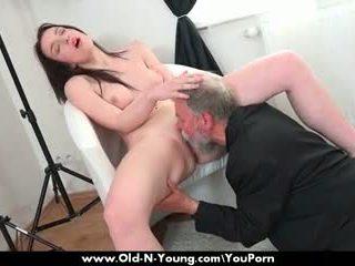 Старий guy enjoys a підліток