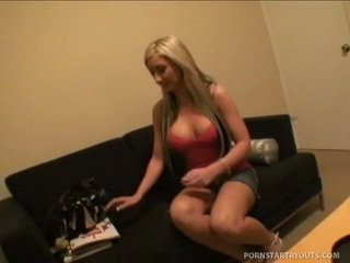 Ditsy blonde riley volonté faire tout elle takes à être illustrious