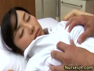 Jaapani aasia meditsiiniõde käperdatud poolt tema patsient