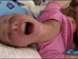 Mulut dan alat kelamin wanita kacau