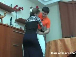 Rosyjskie mama przyłapani jej syn masterbating