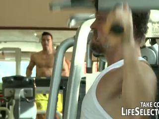 Fitness junkies <span class=duration>- 10 min</span>