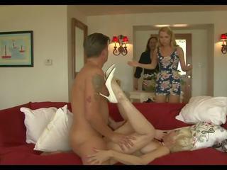 クレイジー ママ 3: 精液 で 口 高解像度の ポルノの ビデオ 93