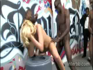 Extremely armas tšikk blond prostituut katie summers gets gangbanged