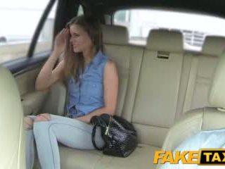 Faketaxi nainen wants kohteeseen nähdä drivers iso kukko