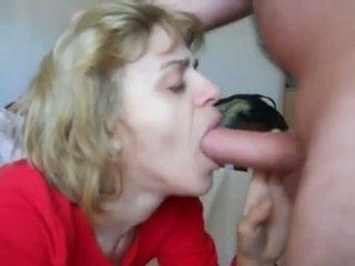 Mamá en mouth-fuck n corrida tragada acción