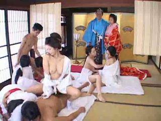ญี่ปุ่น, การสนุกสนานกันอย่างเป็นบ้าเป็นหลัง