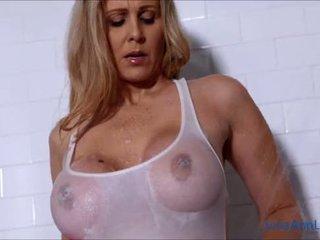 Seksikas milf julia ann lathers tema suur tissid sisse dušš!