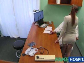 Fakehospital γιατρός gets σέξι patients μουνί υγρός
