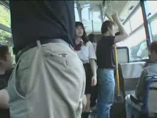 اليابانية تلميذة و maniac في حافلة فيديو