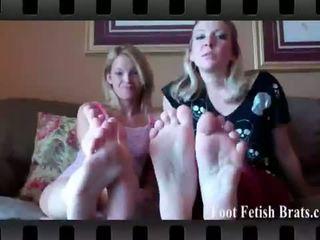 Πόδι φετίχ brats: claire καρδιά και dre licking τους πόδια.