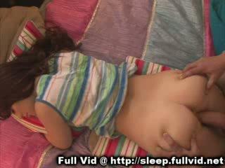 نائم في سن المراهقة تجميل الوجه