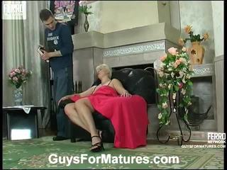 हॉट guys के लिए परिपक्व वीडियो starring leonora, adrian, mike