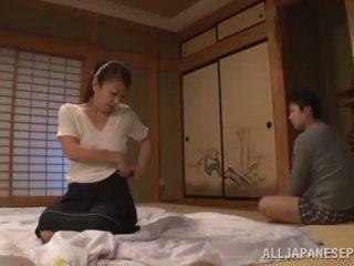 Ayano murasaki has unforgettably laget kjærlighet till going til sofa