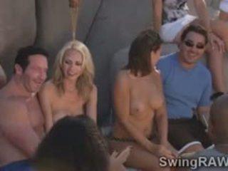 Marota troca de casais couples ter selvagem festa em o piscina