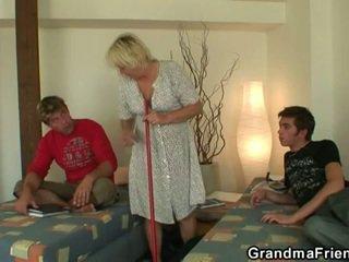 חרמן נוער roommate fucks חם סבתא