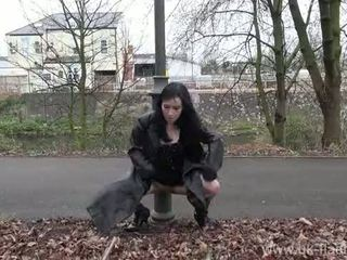 Fae corbins 아마추어 flashing 과 옥외 아가씨 공공의 nudity 과 outragious exhi