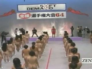 Subtitled grand nudiste groupe de japonais femmes stretching