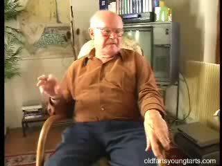Прекрасний ***** fucks an старий ебать