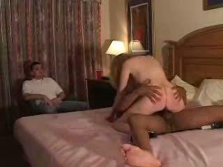 Couples опитвам първи време fliming рогоносец опит с bull