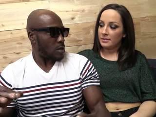 Velika črno tič punishing ena ozko in mokro muca v medrasno porno s a snazzy beli punca