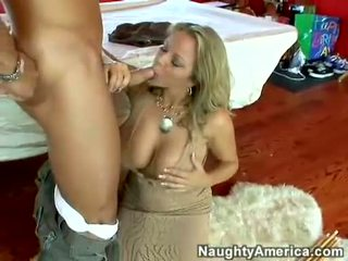Jus hot bintang porno amber lynn bach hooks a meaty pole in her steamy mouth