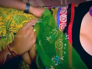 Indisk hemmafru tempted pojke neighbour farbror i köks - youtube.mp4