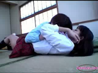 Gà con getting cô ấy thân thể kissed mông rubbed với lồn trên các sàn
