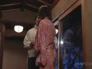 甘い アジアの geisha getting 舌 kissed と フィート licke