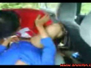 इंडोनीषियन painful बकवास में एक कार