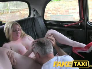 realidad, tetas grandes, taxi